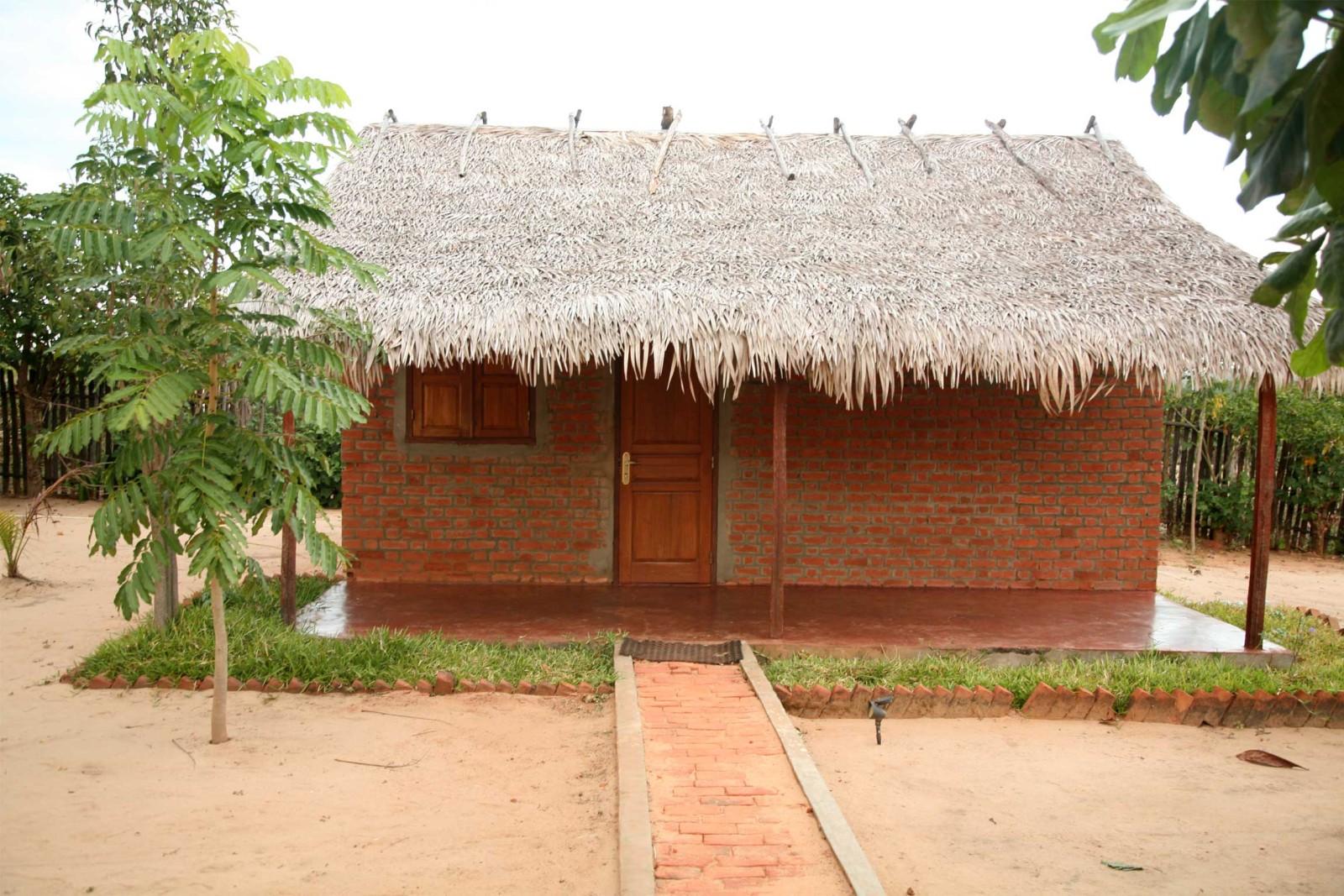 madagascar_accommodation_blue-vanga-lodge-outside