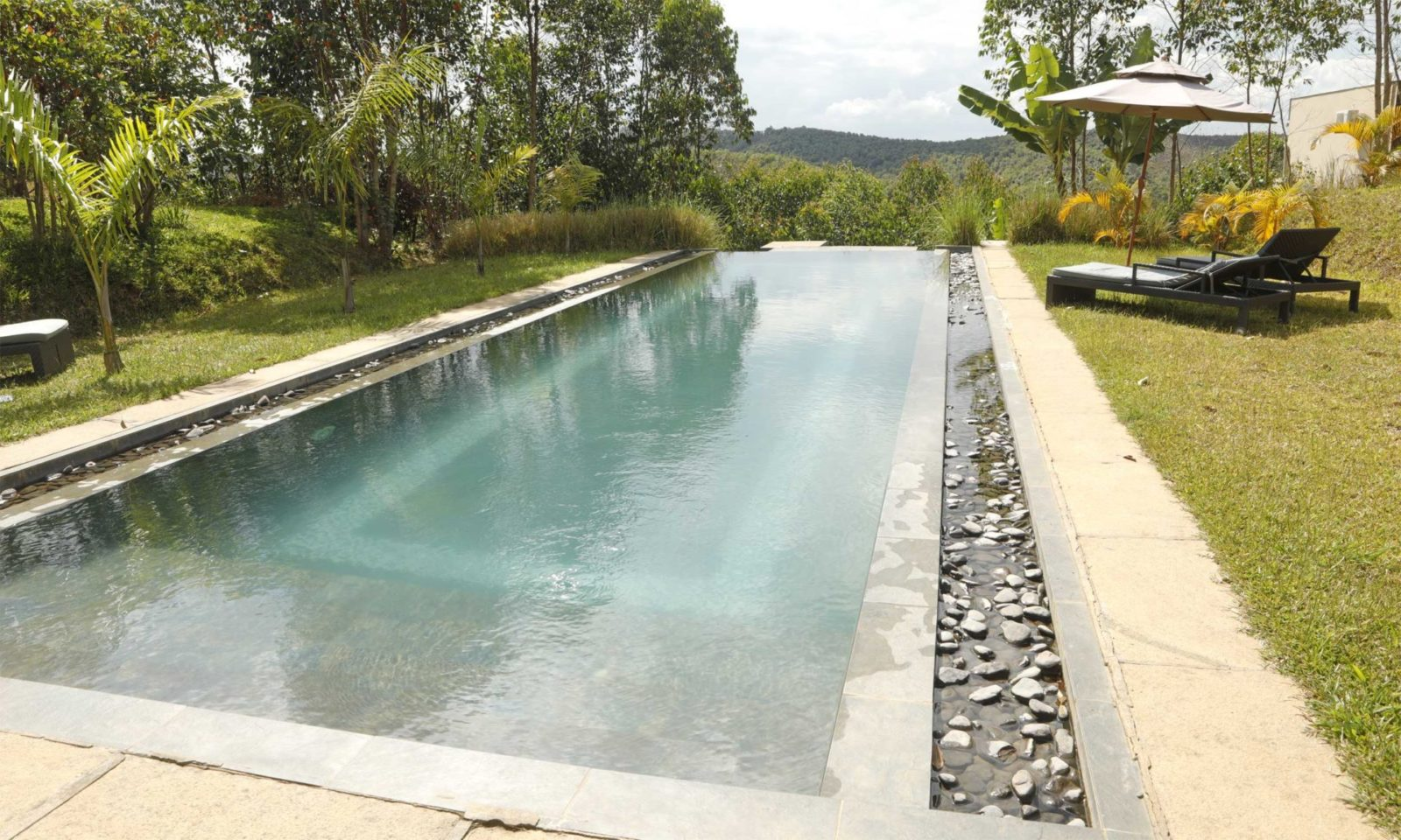 Mantadia-Lodge-pool-web