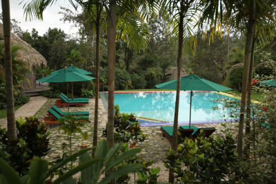 Belize-Holiday-Tours-Blancaneaux-Lodge_Exterior-Pool