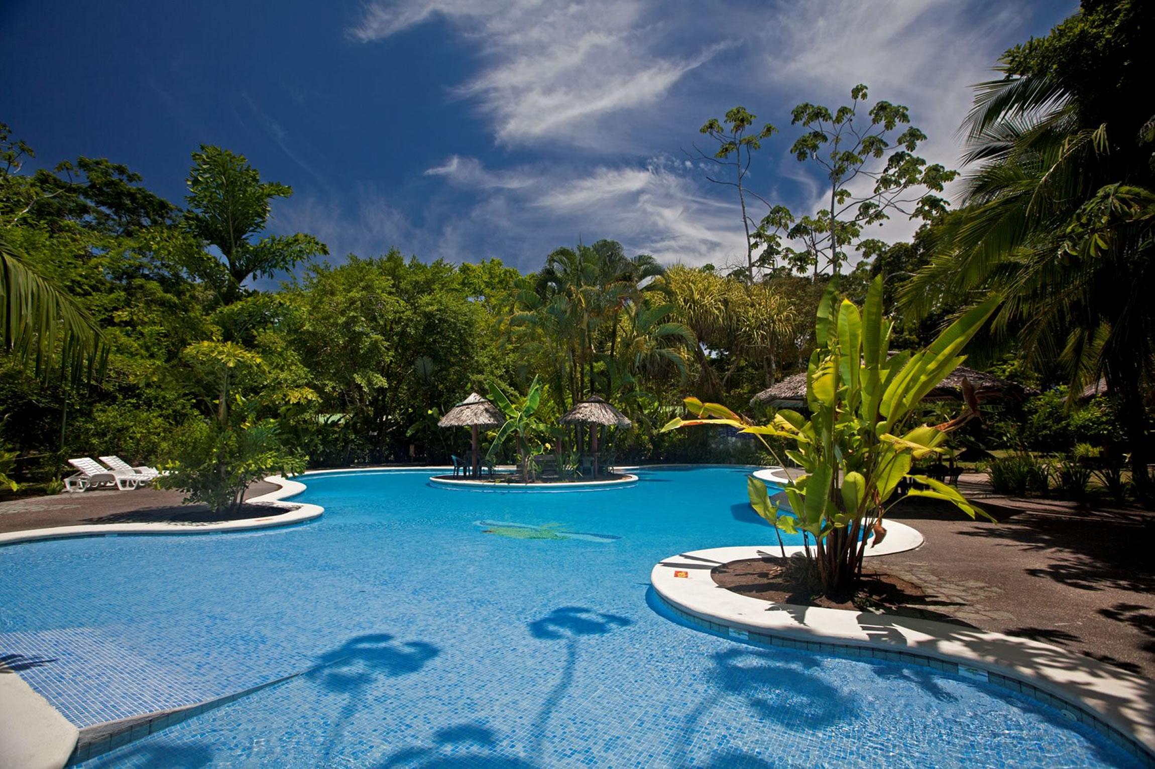 Costa-Rica-Holiday-Tours-Laguna-Lodge-Pool