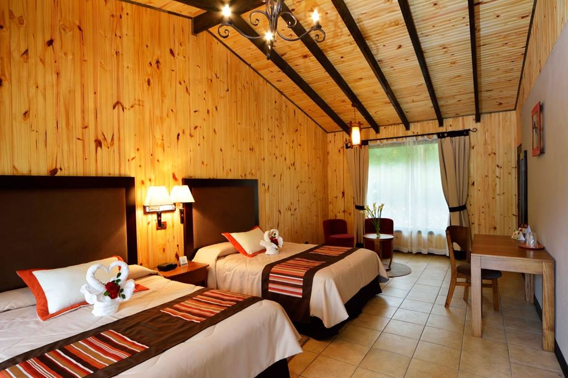 Costa-Rica-Holiday-Tours-Savegre-Lodge-Room