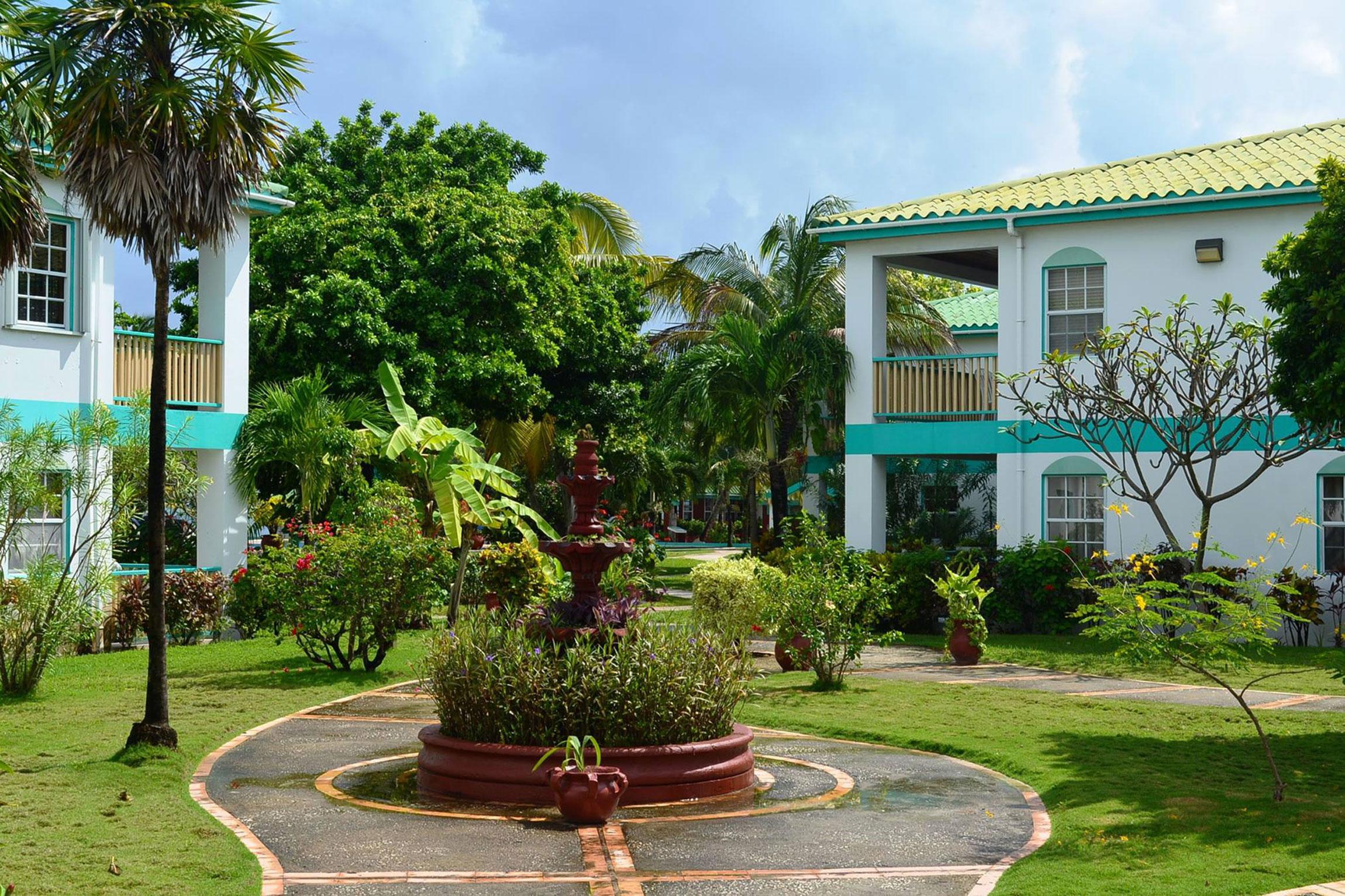 Belize-Holidays-Banyan-Bay_Exterior-Courtyard