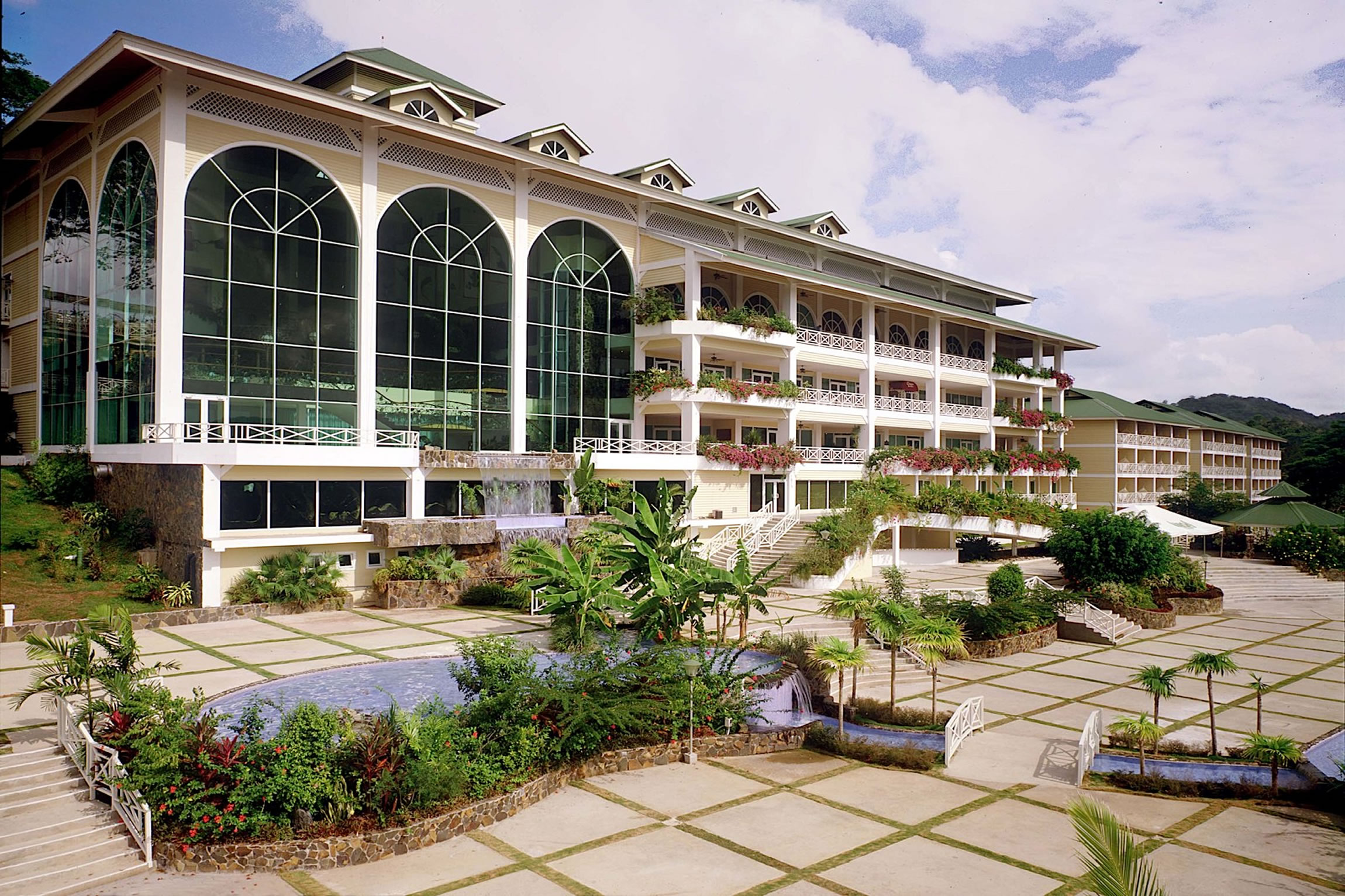 Panama-Wildlife-Tours-Gamboa-Rainforest-Resort_Exterior