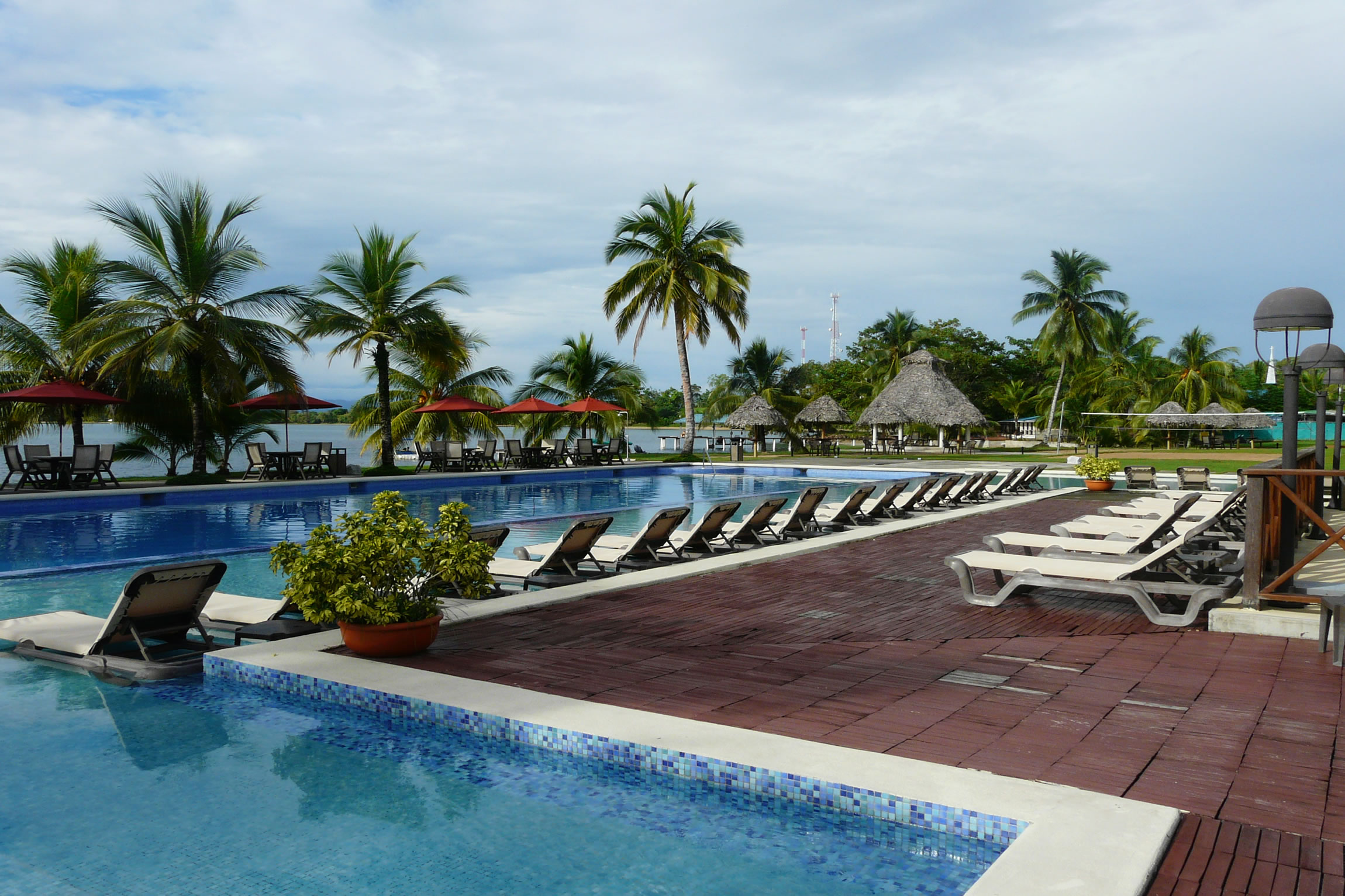 Panama-Wildlife-Tours-Playa-Tortuga-Hotel_Pool