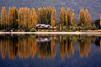 Argentina-Holiday-Tours-Estancia-Peuma-Hue-Exterior-Lake-View