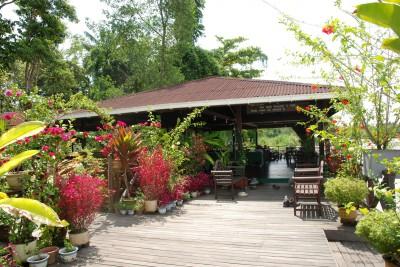 Borneo-Tailormade-Tours-Abai-Jungle-Lodge_Exterior