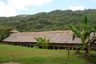 Borneo-Tailormade-Tours-Iban-Longhouse_Exterior