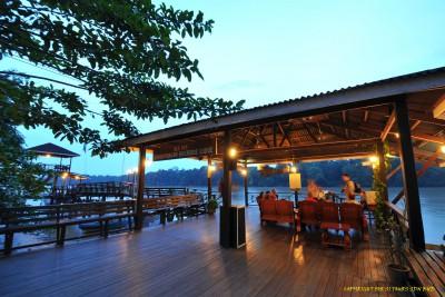 Borneo-Tailormade-Tours-Kinabatangan-Riverside-Lodge_Jetty-Platform
