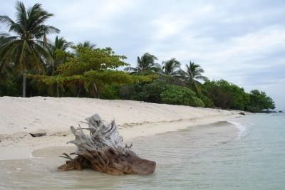 Borneo-Tailormade-Tours-Seilingan-Island_Beach