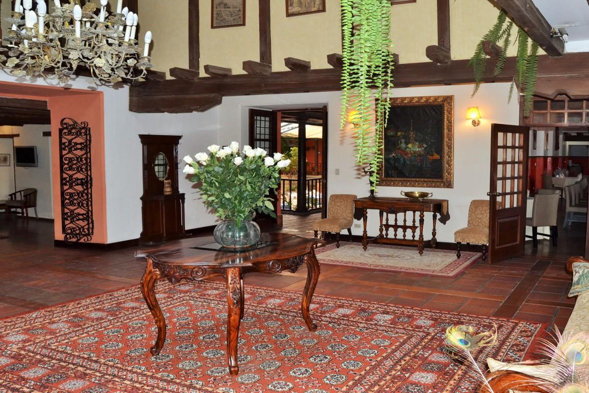 Garden Hotel San Jose - Reef and Rainforest Tours
