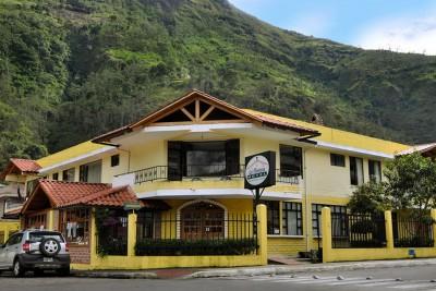 Ecuador-Tailormade-Tours-Hotel-Floresta-Banos_Ext-Day