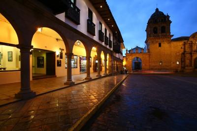 Peru-Tailormade-Tours-Cusco-plaza_Exterior