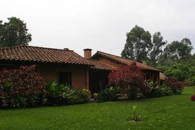 Rwanda-Tailormade-Tours-Gisakura-Guest-House_Exterior