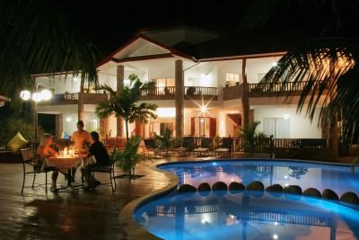 Seychelles-Holiday-Tours-Le-Duc-de-Praslin_pool