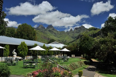 South-Africa-Tailormade-Tours-Cathedral-Peak-Hotel_Exterior