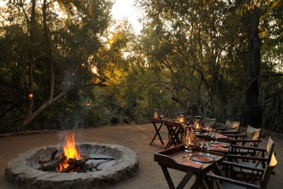South-Africa-Tailormade-Tours-Thakadu-River-Camp_Firepit