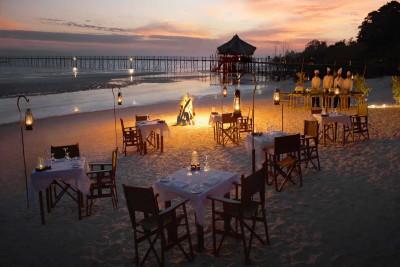 Tanzania-Tailormade-Tours-Fundu-Lagoon_Beach-Dinning