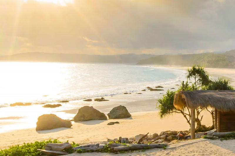 Indonesia-Tailor-made-holidays-Nihiwatu-Resort_Villa-Beach-Sunburst