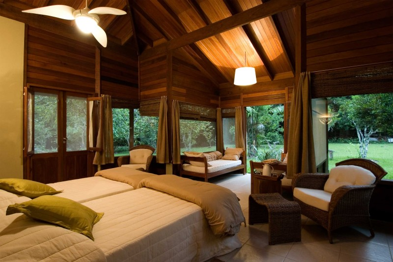 Brazil-Wildlife-Tours_Accommodation_Cristalino-Jungle-Lodge-bungalow-interior