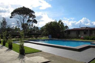 Papua-New-Guinea-Wildlife-Tours_Mount-hagen_Highlander-hotel-pool
