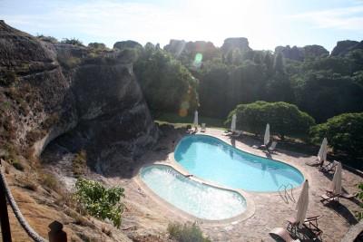 Madagascar_Accommodation_Relais-de-la-Reine-rooms-swimming-pool