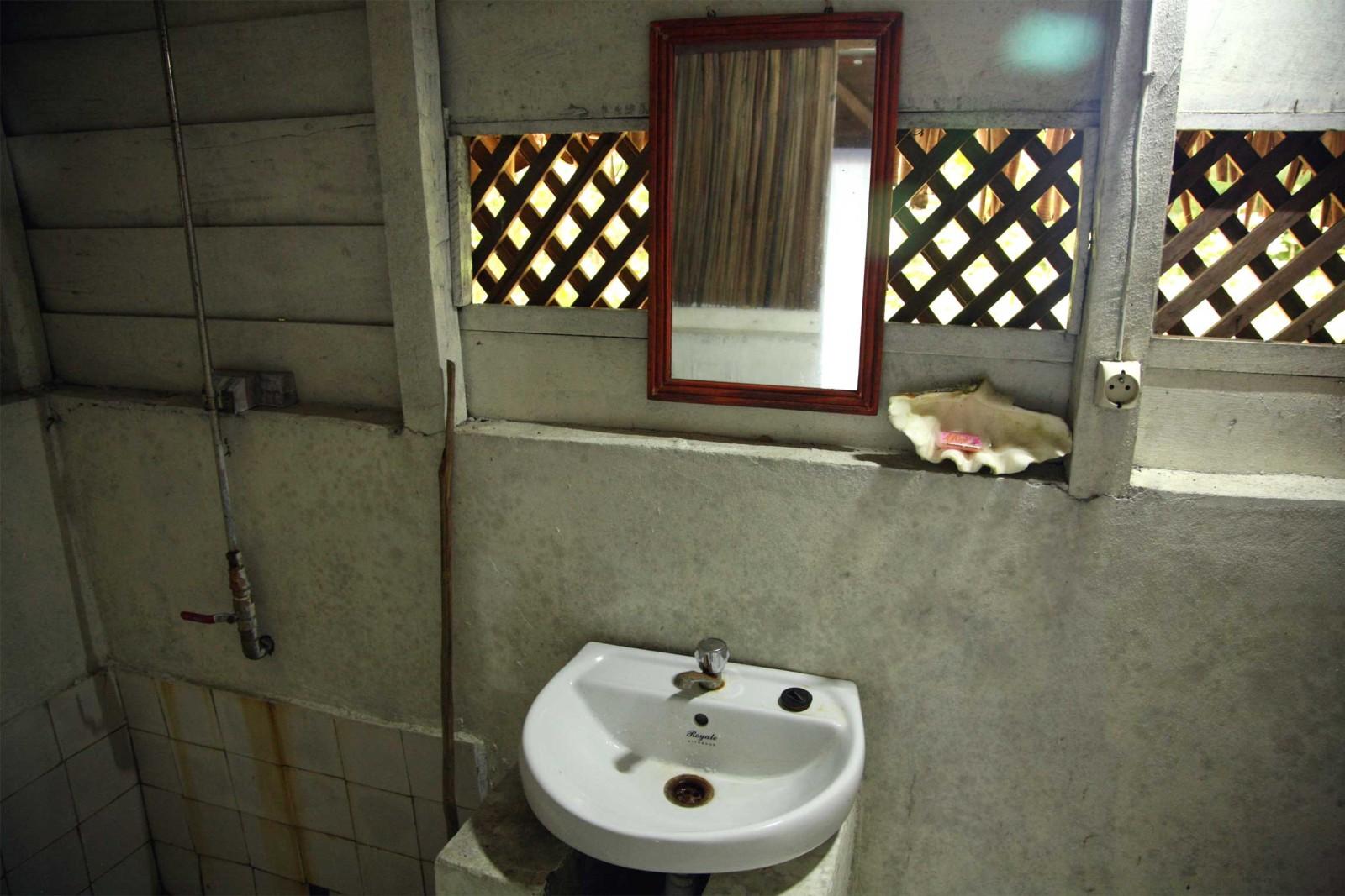 madagascar_accommodation_farankarina-bungalow-bathroom