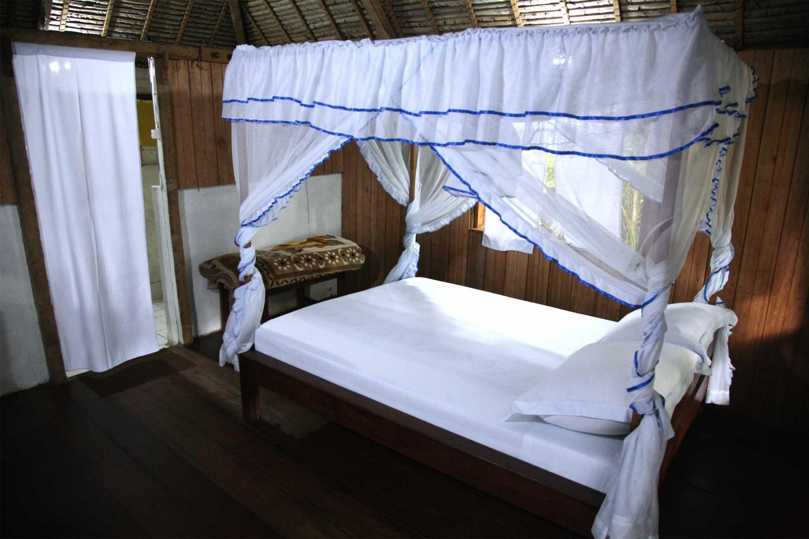 madagascar_accommodation_farankarina-bungalow-room