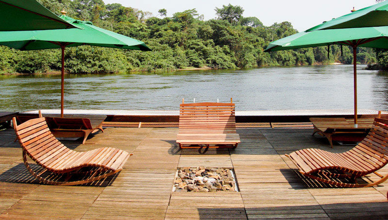 BLOG-Cristalino-Jungle-Lodge---Floating-Dock-and-Resting-Chairs-with-Bon-Fire---Jorge-Lopes
